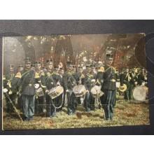 Prent briefkaart 1905 Muziekkorps aangetreden