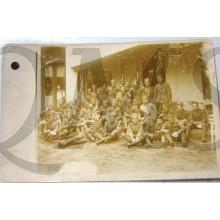 Foto groep ned militairen 1914-18 voor gebouw