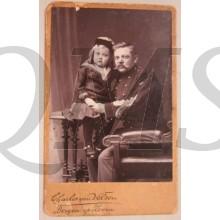 Foto sergeant met dochter Chales van Velzen Bergen op Zoom