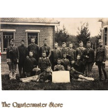 Foto groep manschappen met onderofficier 1930