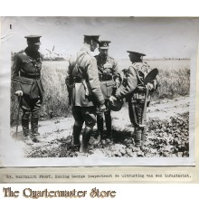 Press photo , WW1 Western front, King George inspects soldiers infantry equipment