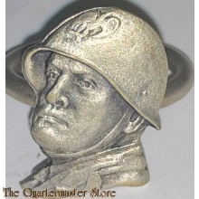Brass Italian patriotic ring bearing the head of Benito Mussolini, wearing a helmet, on the front face