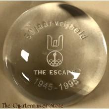 Tafel ornament/Briefverzwaarder 50 jaar vrijheid, the Escape 1945-1995