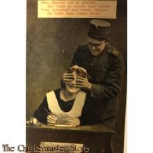 Ansicht mobilisatie 1914 Mooi Mientje zat te pennen. Dat vond ze steeds haar plicht. Toen vriendlief aan kwam rennen .En hield haar oogen dicht.