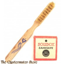 Zahnbürste und Solidox Zahnseife  (German wooden Toothbrush together with a package of 'Solidox' Tootpaste)