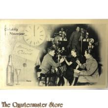 Ansichtkaart mobilisatie 1939 Gelukkig Nieuwjaar klok, Brodway cabaret en klinkende soldaten met vrouw
