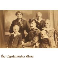 Photo (Postkarte) 1915 Soldat mit Frau und Kinder