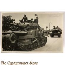 Postkaart Canadian Sherman Crab Mine flail met bemanning 1945