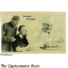 Prent briefkaart mobilisatie 1940 Gelukkig Nieuwjaar soldaat bellende vrouw kok met kalkoen