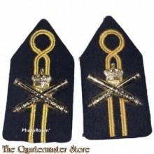 Kraag emblemen Regiment artillerie in opleiding  KMS