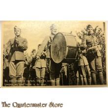 Ansichtkaart mobilisatie 1939 Bij een vrolijke marsch , zegt de soldaat