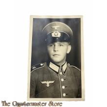 Studio portret german soldier WW2 49e Regiment mit Schirmmutze (Studio portret of german soldier with visorcap 49th Regiment)