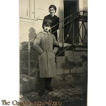 (Feld) Postkarte WK 1 NCO with wife on stairs