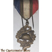 Military medal, military badge, U.N.C. decoration for National Union of Combatants