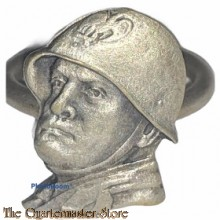 Italy - Brass patriotic ring bearing the head of Benito Mussolini, wearing a helmet, on the front face