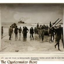 Press photo , front of Mesopotamia, Supplies at the coast of Palestine