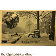 Prent briefkaart 1940 Gelukkig Nieuwjaar Besneeuwde grachten soldaat voert paard hooi (links)