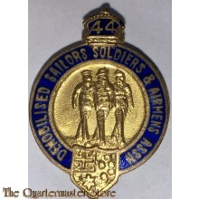 Badge Demobilised Australian Servicemen and Women + clasp 1944