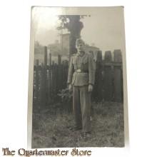 Photo (Mil. Postcard) photo 1940 Wehrmacht soldier im Garten