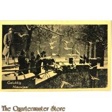 Prent briefkaart mobilisatie 1939 Gelukkig Nieuwjaar dames op een brug met soldaat op wacht