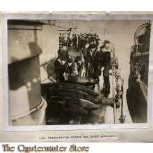 Press photo , WW1 Western front,  loading ammunition aboard a vessel