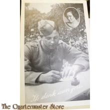 Prent briefkaart mobilisatie 1939 ik denk aan jou (Schrijvende soldaat)