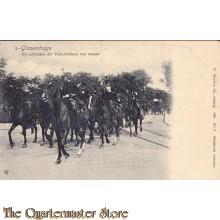 Prent briefkaart 1904 's Gravenhage uitrukken der Veld artillerie met muziek