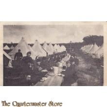Prent briefkaart 1915 Middagmaal in het Kamp