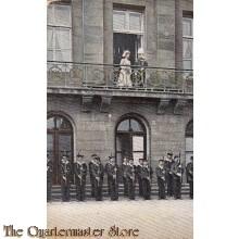 Prent briefkaart 1906 Amsterdam Kon familie met erewacht