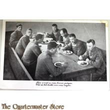 Prent briefkaart Mobilisatie 1939 Hier wordt nu naar binnen geslagen wat de kok kookt voor onze magen