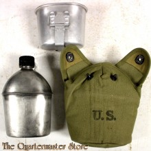 Cover M19136 with canteen and cup (Veldfles met mok en hoes M1936)