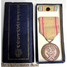 Korean War Service Medal (Médaille Commemorative de la Corée) 1950-1953 in original box of issue