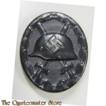 With the outbreak of World War 2, on 1 September 1939, Hitler re-instituted a slightly modified version of the wound badge by altering the WWI pattern helmet on the badge to the newly designed M35 style helmet. The badge was awarded to both military and