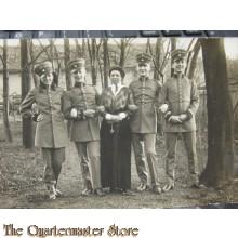 AnsichtsKarte (Mil. Postcard) photo 1916 Soldaten mit Familie