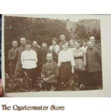 AnsichtsKarte (Mil. Postcard) Soldaten und Frauen 1914-15