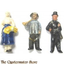 3x WhW Spende abzeichen ceramic Figuren (3 x Donation item WhW ceramic figures)