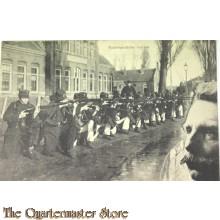 Prent briefkaart 1914 mobilisatie Nederlandse Marine (knielend met geweer in aanslag)