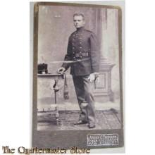 Foto soldaat studioportret 1905-12 Anton C Thomann Utrecht
