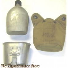 Cover M36 1945 with canteen and cup M1936 (Veldfles met mok en hoes M1936)